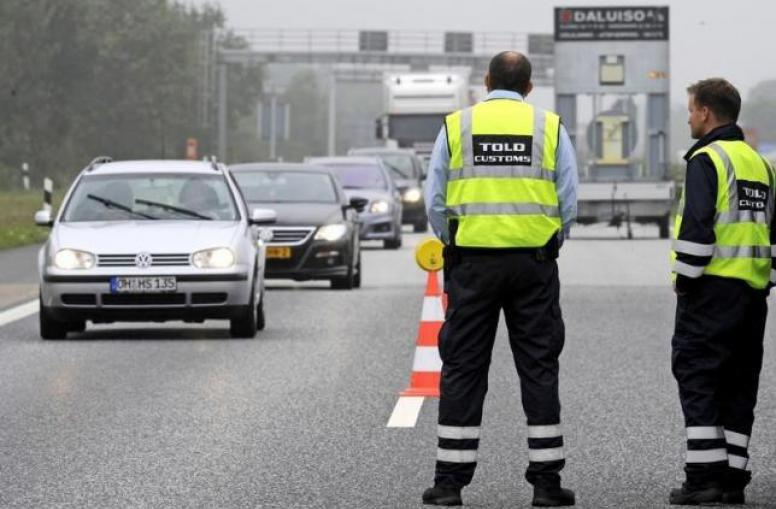 danish_police_at_german-danish_border